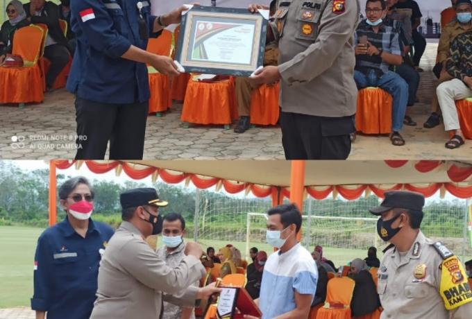 Kapolres Rohul Hadiri Penyerahan Penghargaan Dan Bansos Dari SKK Migas Wilayah Sumbagut Pada Masyarakat Pendalian